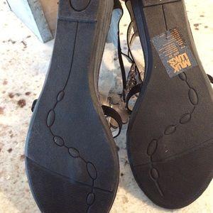 b5a6e90e0befe3 Muk Luks Shoes - MukLuks bling gladiator sandals size 10